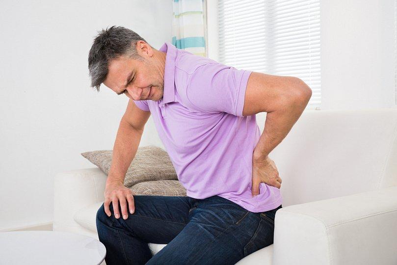 Прострелило спину в пояснице: причины, что делать, чем лечить в домашних условиях?