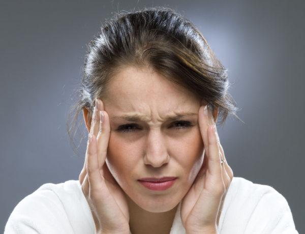Головная боль - частый симптом протрузии межпозвоночной грыжи