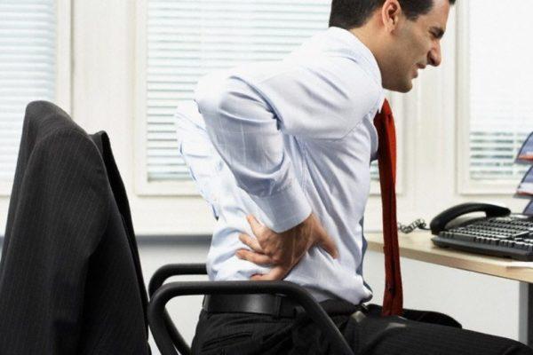 Заболеваниям позвоночника способствует сидячий образ жизни, гиподинамия