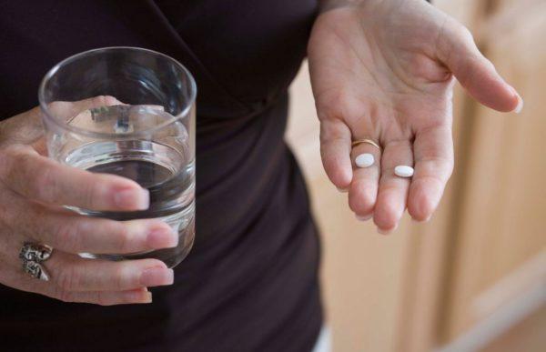 Запивать таблетку можно только чистой водой