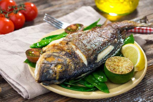 Рыба - это отличный источник полезных омега-3 жирных кислот