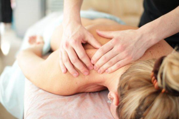 Услуги профессионального лечебного массажа можно получать на дому