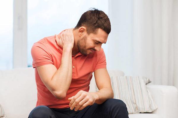 Хондроз спины может наблюдаться и у людей младше сорока лет