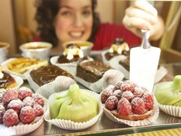 Частое употребление кондитерских изделий с высоким содержанием углеводов и жиров вредит здоровью