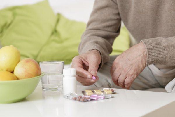 естьи пить в течение 1-2 часов после приема таблетки