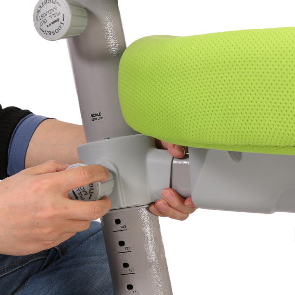 При покупке кресла нужно убедиться в качестве креплений и регуляторов