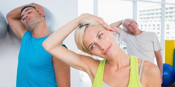 Самостоятельно «вправлять» позвонки можно только при помощи лечебной гимнастики