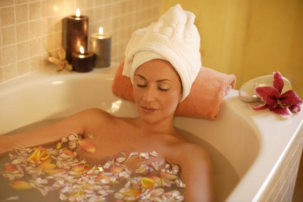 Травяные ванны способствуют расслаблению мышц, устранению болей, повышению общего тонуса организма