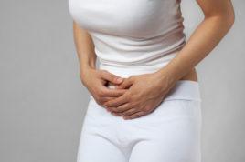 Боль в спине в первый триместр часто не говорит о патологии – организм перестраивается, вследствие чего возникает такой дискомфорт