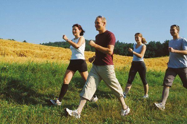 Правильная ходьба благотворно сказывается на состоянии позвоночника и является хорошей профилактикой остеохондроза