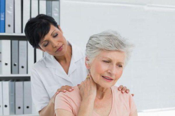 В пожилом возрасте выполнять упражнения при остеохондрозе нужно очень осторожно