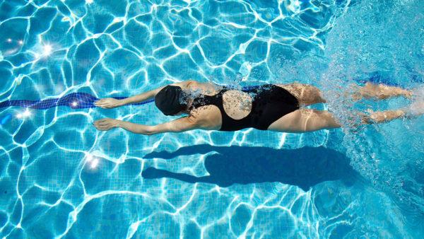 Плавание помогает расслабить спину и укрепить мышцы