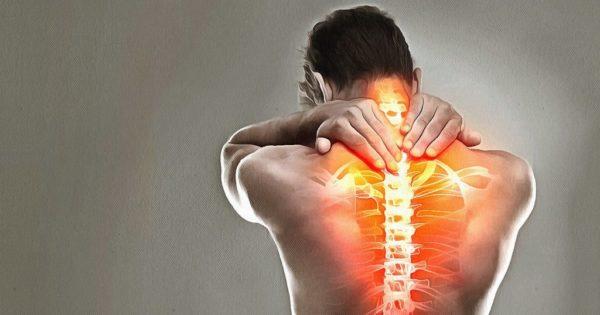 С прогрессированием кифоза у человека все чаще наблюдаются боли в спине