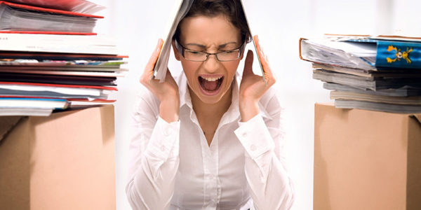 Сильный стресс и нервное напряжение легко могут спровоцировать резкое повышение чувствительности кожи