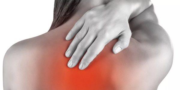 Чем сильнее прогрессирует заболевание, тем интенсивнее проявляются боли в спине