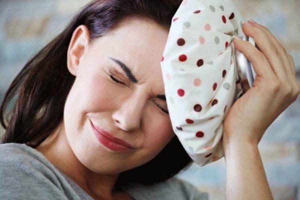 Если протрузия в шейном отделе позвоночника, будут беспокоить головные боли, головокружения, нестабильность артериального давления