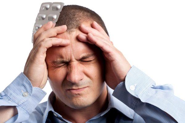 Наибольшие мучения при шейном остеохондрозе доставляют сильные головные боли, которые сложно унять при помощи таблеток