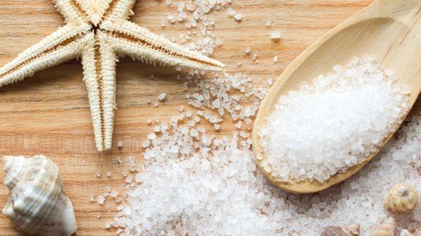 Морская соль обладает уникальными свойствами и широко используется в лечении патологий опорно-двигательной системы