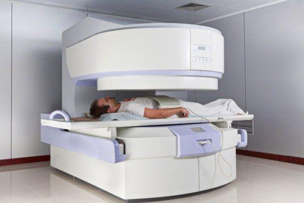Для детального исследования патологии обычно назначают МРТ или рентгенографию позвоночника