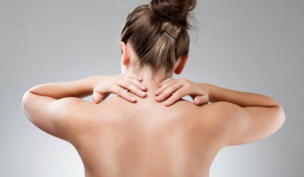 Завершать упражнения рекомендуется самомассажем шейного отдела позвоночника