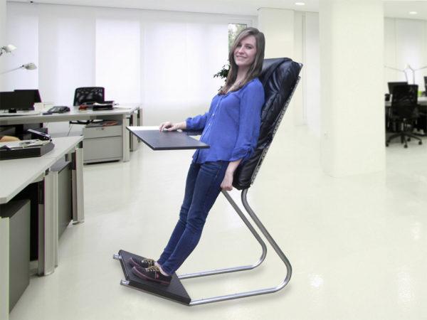 В таком кресле очень удобно заниматься стоя, так как большую часть нагрузки принимает на себя спинка