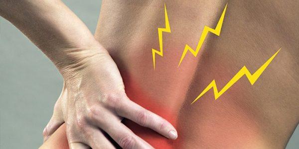 При межпозвоночной грыже боли очень сильные, обычно плохо купируются анальгетиками