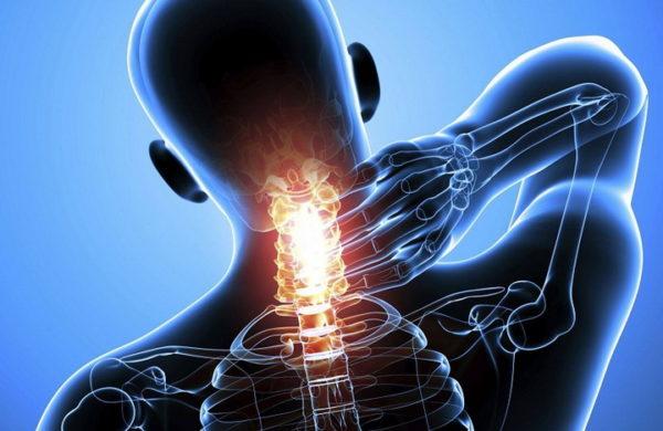 Боли в шее имеют различную интенсивность и отличаются по характеру