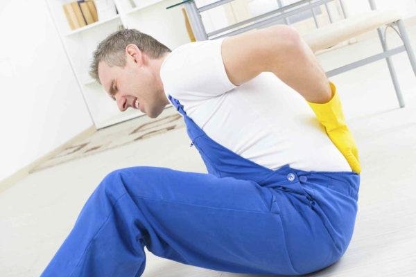 Случайная травма спины при падении может стать причиной развития неинфекционного спондилита