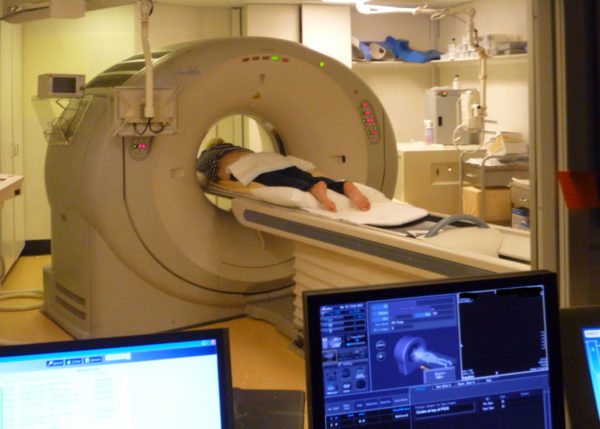 В наше время МРТ сосудов головного мозга – ведущий метод в диагностике практически всех сосудистых заболеваний головного мозга. Этот метод отодвинул на второй план как рентгенографию, так и рентгеновскую компьютерную томографию