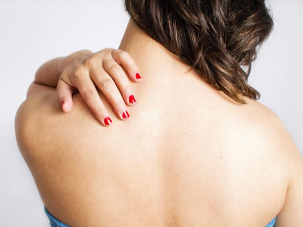 Болезненность спины и дискомфорт между лопаток - прямая причина обращения к неврологу или травматологу