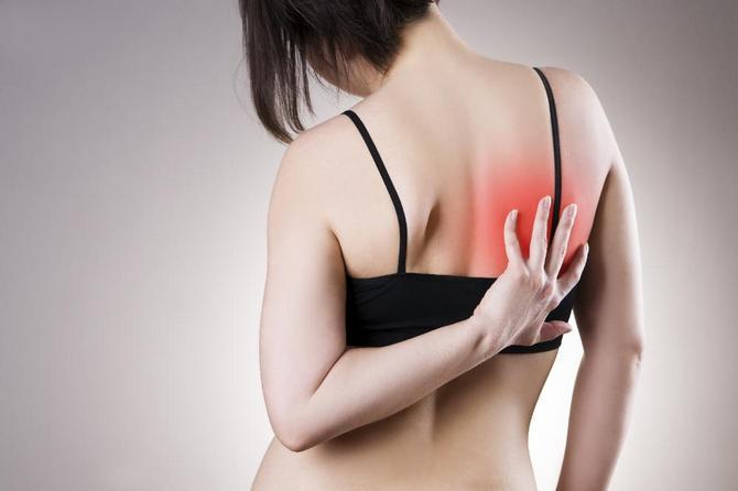 Причины боли под правой лопаткой сзади со спины