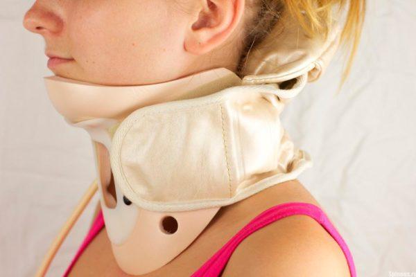 Воротник Шанца для лечения хруста в шее