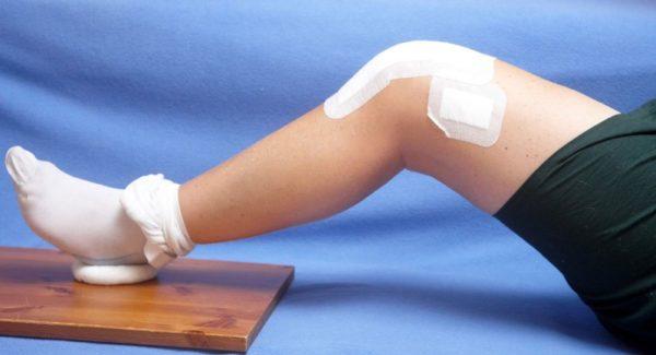 Греющий пластырь на колене