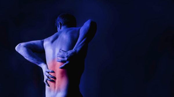 Если боли в спине не проходят в течение двух дней и усиливаются при движении, стоит обратиться к врачу