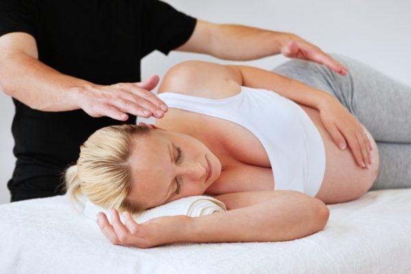 Мануальную терапию лучше заменить массажем