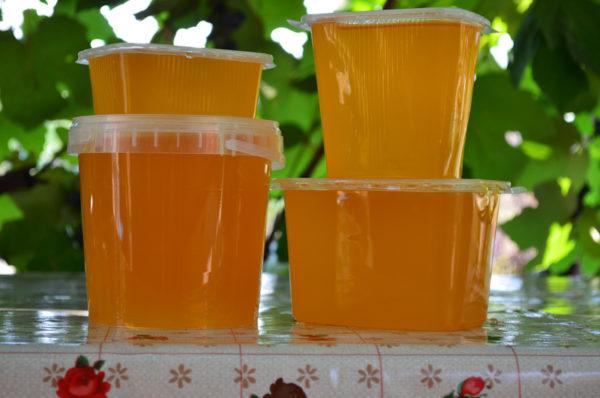 Мед лучше брать натуральный, с пасеки