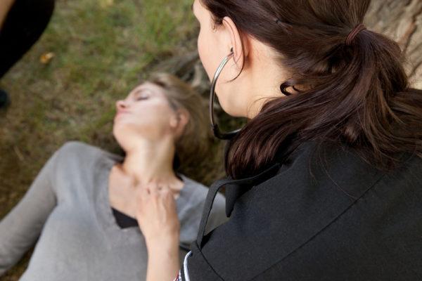 Первая помощь при спинномозговом инсульте