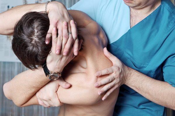 После сеансов мануальной терапии улучшается подвижность позвоночника