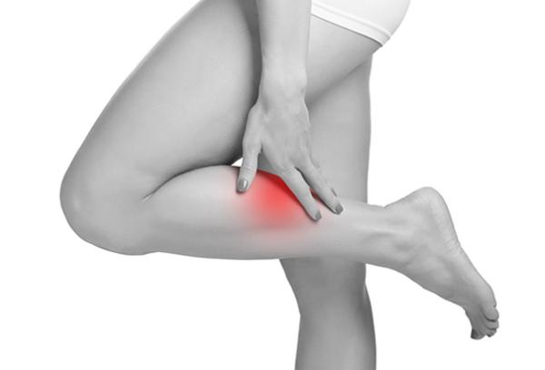 После ушиба может беспокоить слабость в ногах