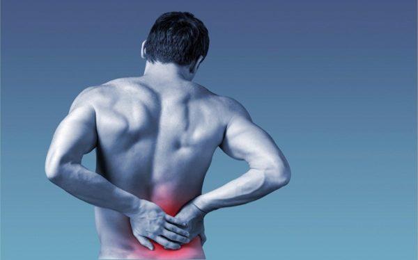 Спазм в спине заставляет принимать вынужденную наклонную позу