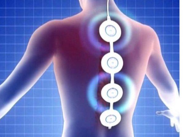 Воздействие на больной позвоночник осуществляется с помощью магнитного поля, создаваемого специальным прибором