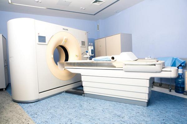 Цена на КТ может варьироваться в зависимости от использования контраста и клиники, в которой проводится обследование