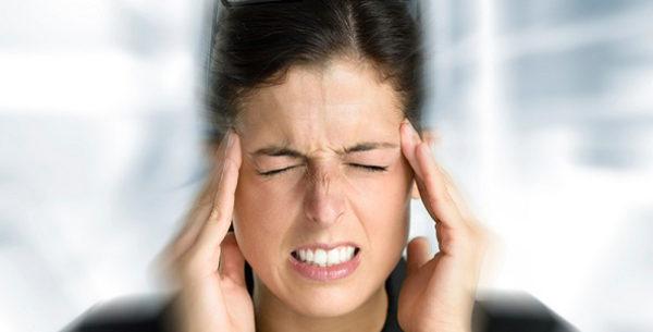Больные кифозом страдают от сильных мигреней и головокружения