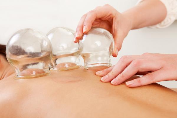 Баночный массаж без труда можно производить и в домашних условиях – главное соблюдать все правила