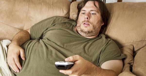 Гиподинамия и лишний вес значительно повышают риск отложения солей в спине