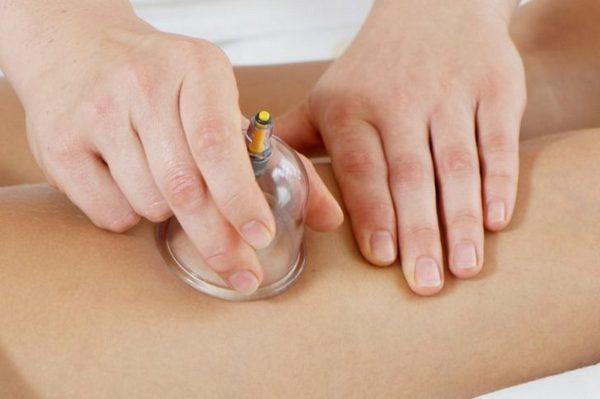 Благодаря баночному массажу можно устранить воспаление, ускорить кровообращение, улучшить состояние кожи и многое другое