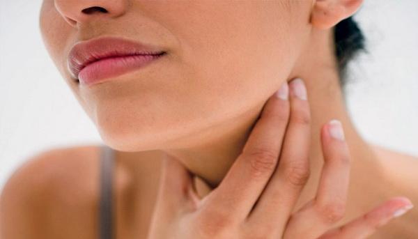 Ком в горле и боль чаще всего ощущаются при обострениях остеохондроза, а также преимущественно в ночное время суток