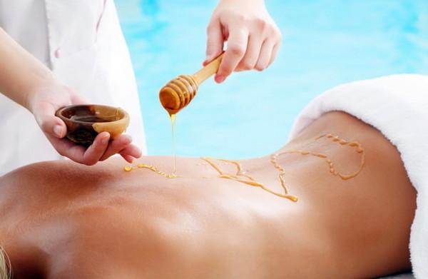 Медовый массаж улучшает состояние и кожи, и позвоночника