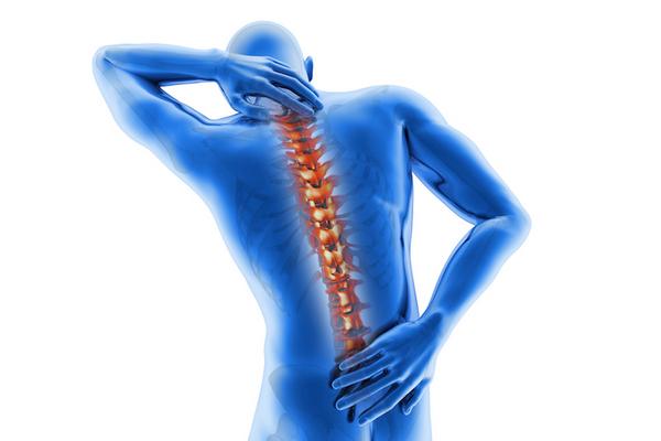 Определить остеохондроз нетрудно, если он более-менее развился: человек время от времени испытывает боль и страдает от ограниченности в движениях
