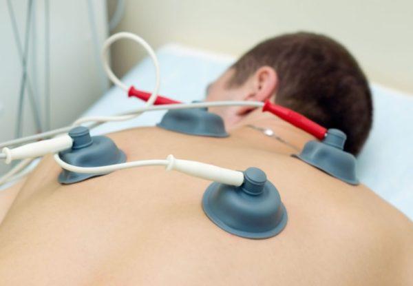 Массаж спины усиливает эффект от физиотерапии